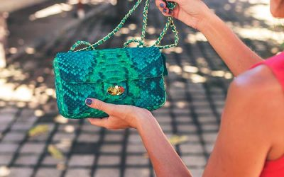 How to Buy Designer Bags & Purses from a Pawn Shop