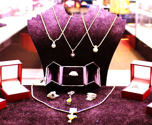 Pawning gold and silver jewelry in Azusa, California